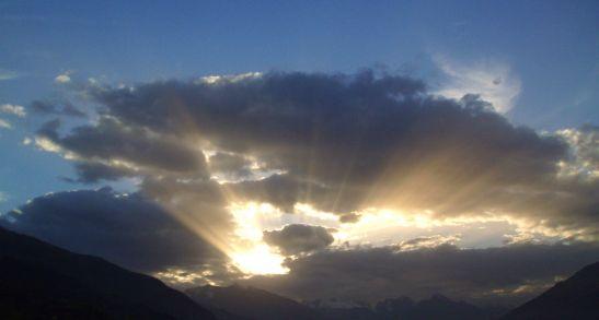 1024px-Inspire_Sunburst_Italian_Alps