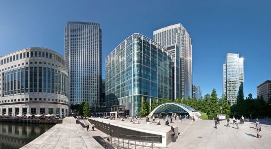 800px-Canary_Wharf_Wide_View_2,_London_-_July_2009